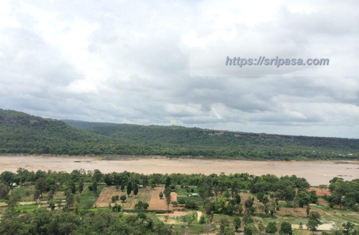 タイ東北部(イサーン)のパーテーム国立公園(ウボンラーチャターニー県)から見たメコン川(タイとラオスとの国境)