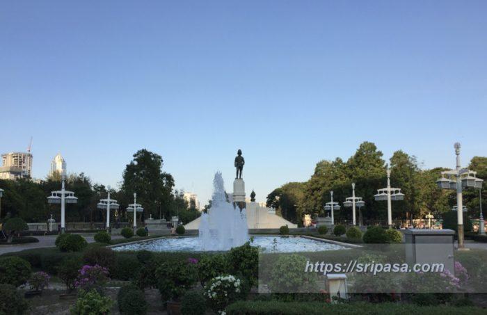 ルンピニ公園 ラーマ6世像