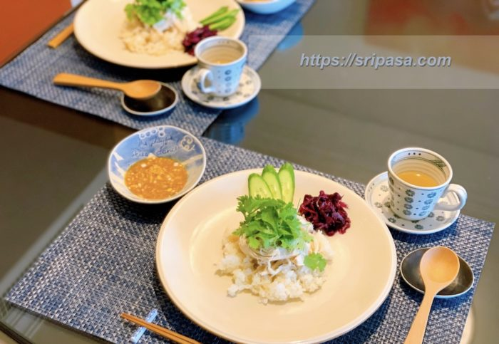 サイアムセラドンのお皿に乗せた、人気タイ料理のカオマンガイ