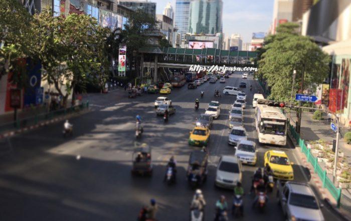 タイ・バンコク ラチャプラソン交差点