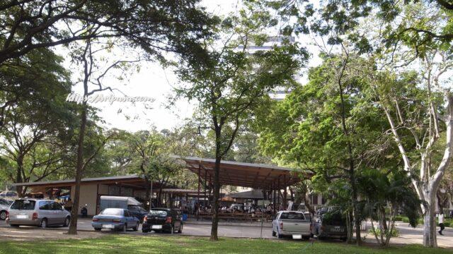 チュラロンコン大学内の食堂(2010年撮影)